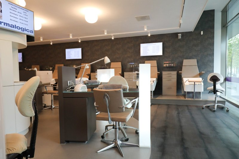 Nagelstudio Rotterdam, nageltafels bij Care 4 Your Nails