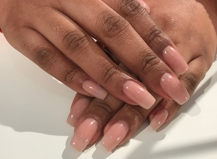 Acryl nagels nude bij Care 4 Your Nails- nagelstudio Rotterdam