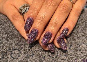 Acryl nagels met glitters bij Care 4 Your Nails - nagelstudio rotterdam