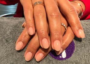 Acryl nagels nude bij Care 4 Your Nails, nagelstudio Rotterdam