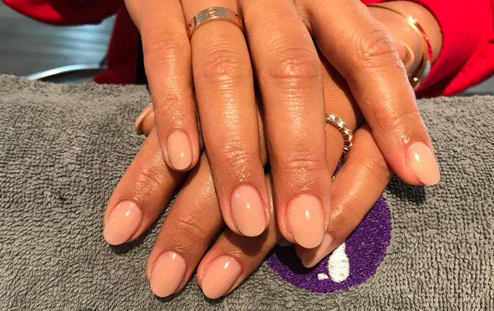 Acryl nagels nude bij Care 4 Your Nails, nagelstudio Rotterdam